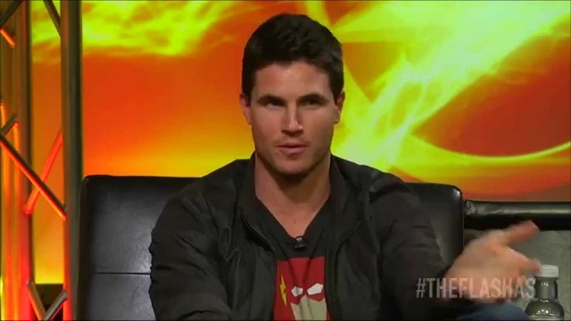 Robbie Amell : A Message to the Fans