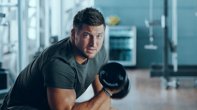 Tim Tebow Signs With Eagles on 3 Minute Warning