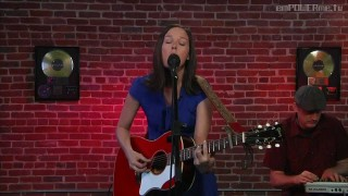 "Meiko – ""Leave the Lights On"" (LIVE + Interview)"