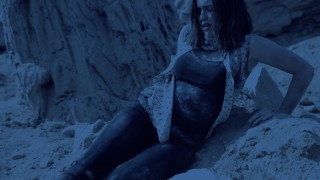 "MARVEL'S AGENTS OF S.H.I.E.L.D. - ""4,722 Hours"" - After her dramatic rescue from another planet, Simmons is still reeling from her ordeal and reveals how she had to fight for her life in a harsh new world, on ""Marvel's Agents of S.H.I.E.L.D.,"" TUESDAY, OCTOBER 27 (9:00-10:00 p.m., ET) on the ABC Television Network. (ABC/Tyler Golden) ELIZABETH HENSTRIDGE"