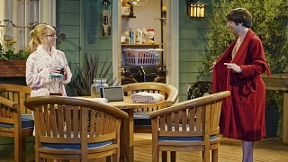 The_Big_Bang_Theory_Bernadette_Howard_Robe
