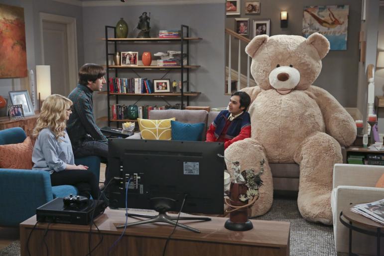 The_Big_Bang_Theory_The_Big_Bear_Precipitation_Raj_Howard_Bernadette_Stuffed_Bear